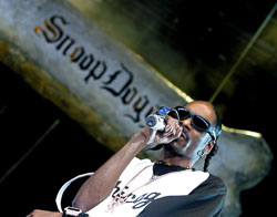 CHICAGO - August 7: Snoop Dogg performs on August 7, 2004 at the Tweeter Center in Chicago, Illinois during the Projekt Revolution Tour. (Photo by Matt Carmichael/Getty Images)